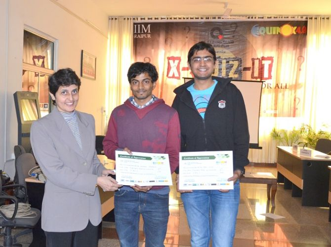 Prof Vinita Sahay, Chairperson- Student Affairs with the winners of X-Quiz_IT ,the quizzing competition 1.jpg