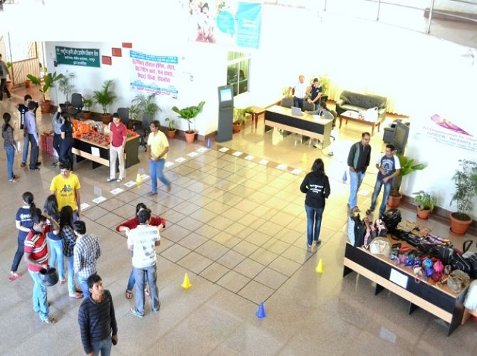 Students participating in HR event Mindsweeper1.jpg