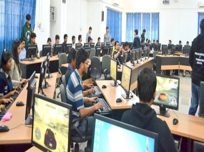 Students participating in LAN Gaming Competition1.jpg
